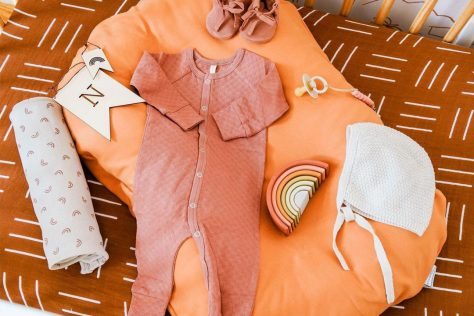 what to pack for hospital with baby, newborn baby items