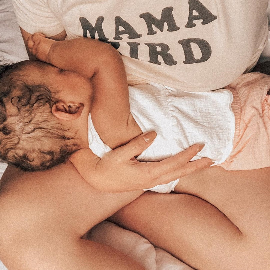 mom breastfeeding
