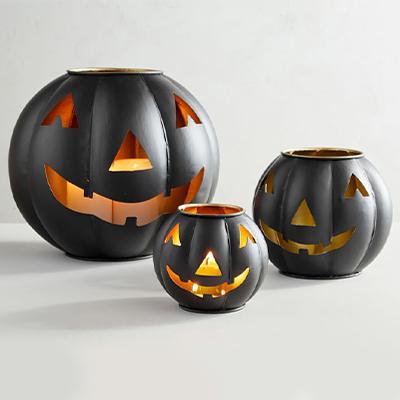 fall outdoor decor pumpkins