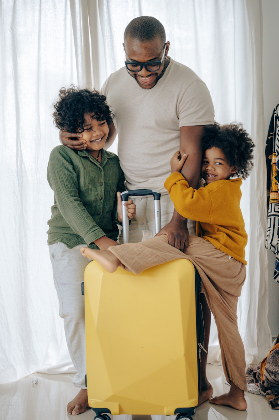 Dad and kids with suitcase